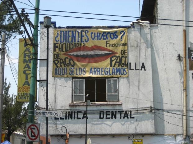 Clínica dental en colonia Tepeyac, frente a la Villa de la Guadalupe. Foto: Rodrigo Díaz