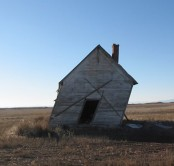 2005_leaning_farmhouse_in_fairview