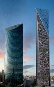 La de la derecha es la Torre Reforma. Con una lupa, paciencia y algo de suerte quizás se puede ver la casa de Capilla en la parte inferior de la imagen