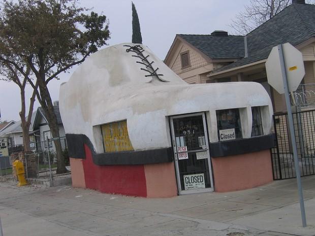 Reparadora de calzado, Bakersville, California