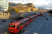 Transmilenio en hora punta. Imagen: Bus Rapid Transit. Across Latitudes and Cultures