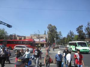 Buenavista, ciudad de México. Cruce por donde pueda