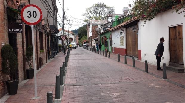 Calle de uso compartido en Usaquén, Bogotá