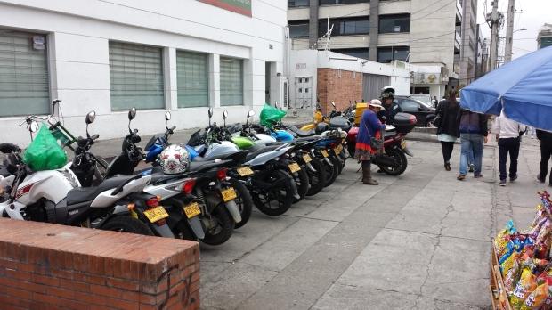 Estacionamiento de motos en Bogotá. Imagen: Rodrigo Díaz