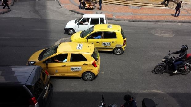 Taxis en Bogotá. Imagen: Rodrigo Díaz